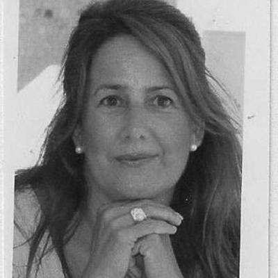 Mª Victoria Secades